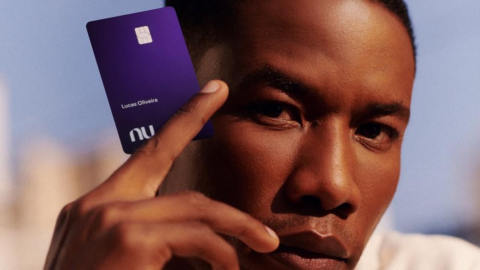 cartão nubank violeta